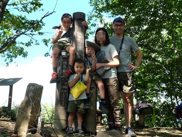 秋晴れの奥多摩・三頭山へ〜日帰り家族登山