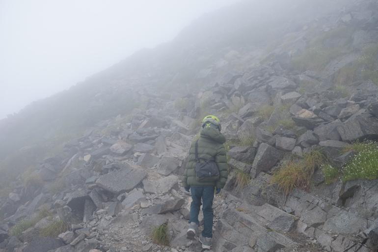 穂高岳山荘から涸沢岳へ向かう