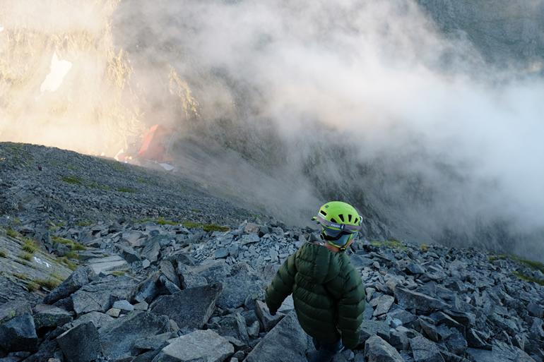涸沢岳からの下山中に見えた穂高岳山荘