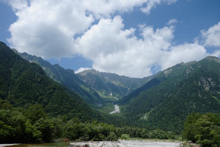 河童橋から見る奥穂高岳と吊尾根