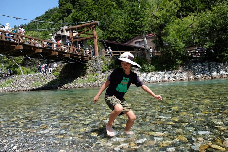 下山後に梓川で水遊び