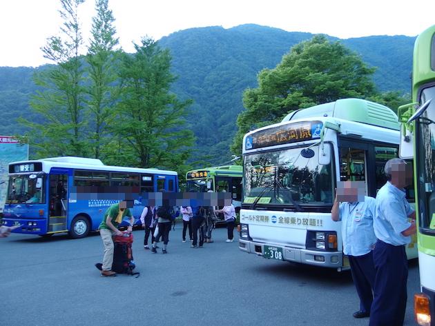 芦安駐車場のバス停