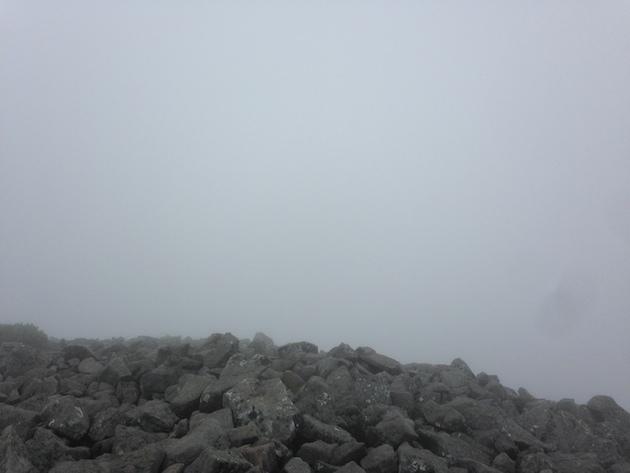 編笠山頂はガス