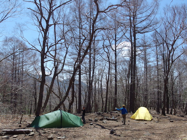 富士見平小屋のテント場に戻り、撤収作業。