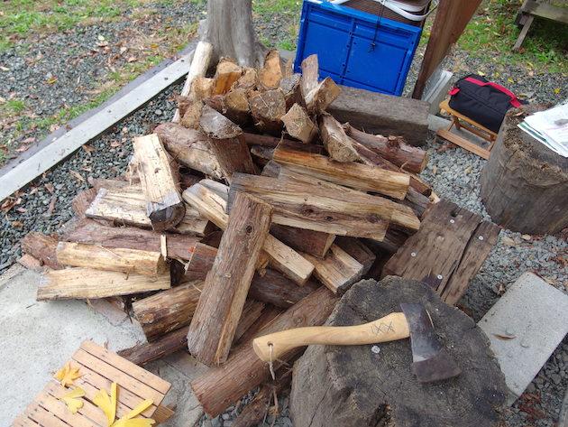 檜原村にストックしてある薪達