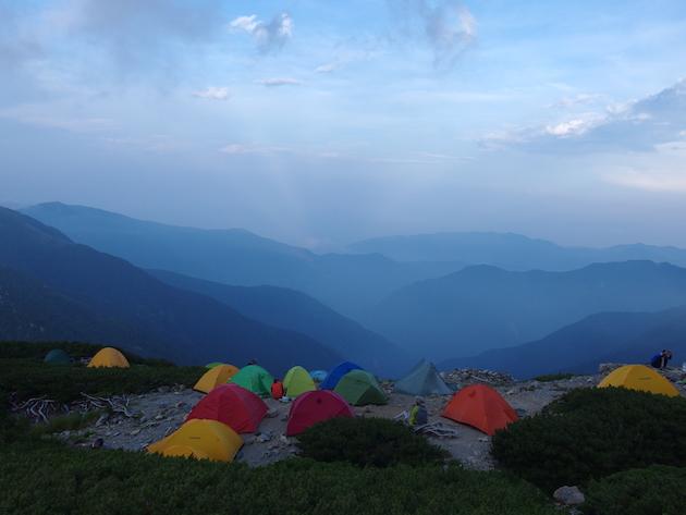 北岳山荘のテント場風景(一部)