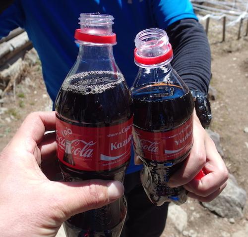 富士見平小屋に戻ってコーラで乾杯
