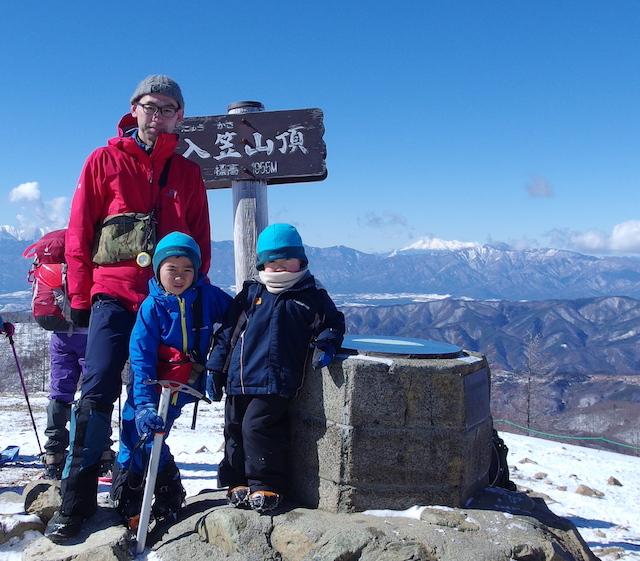 厳冬期の入笠山に登頂!親子写真