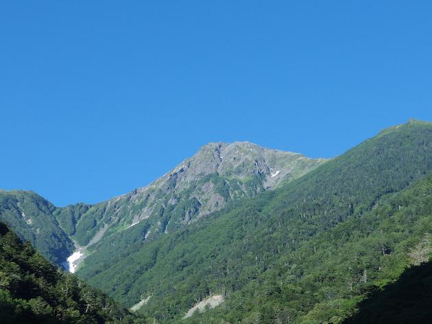 広河原から見上げる北岳