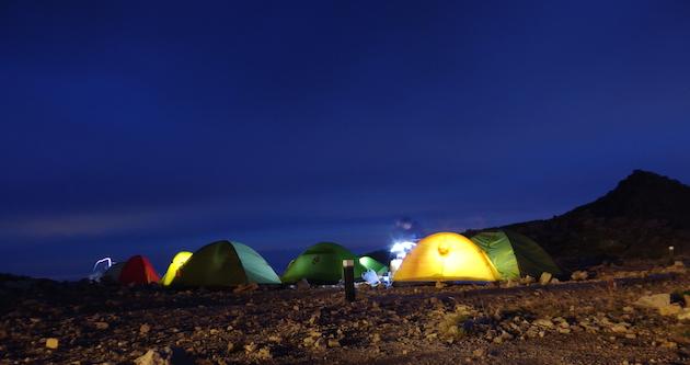 夜明け前の大天荘テント場
